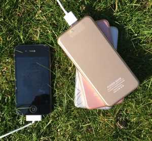 MSC Slim  Power Bank & iPhone