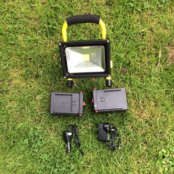 20W 12v Rechargeable Floodlight 2 x batteries
